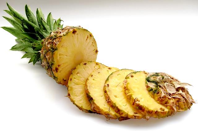 rozkrájený ananas