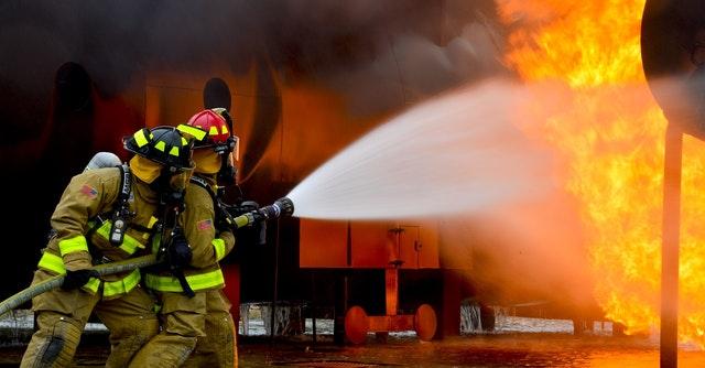 hasiči hasiaci oheň