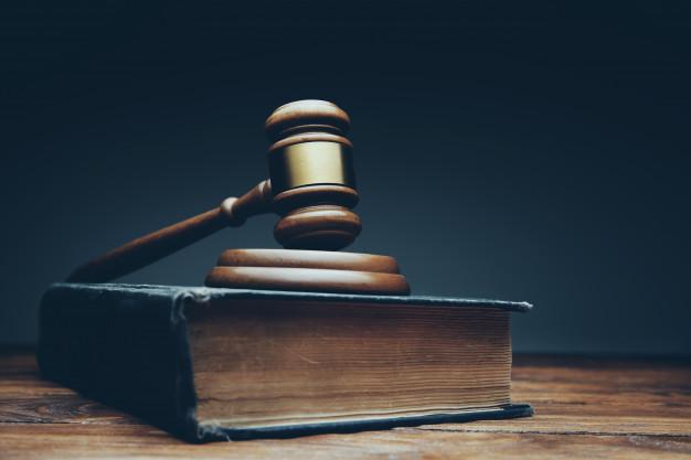 judge-mallet-wooden-desk_218381-946